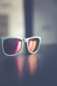 sunglasses-1513896_1920