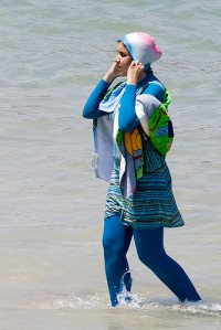 Titre : Burkini Crédit : Giorgio Montersino, https://www.flickr.com/photos/39442289@N00/3711962801/